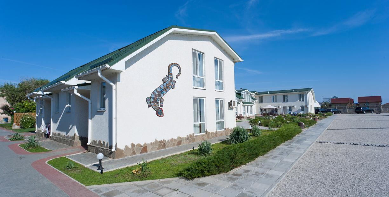 Территория санатория Полтава Крым